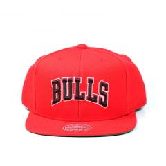 Bone Chicago Bulls Mitchell and Ness snapback vermelho letter